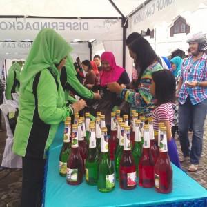Pasar murah DWP yang dilaksanakan di halaman masjid Al Maarif