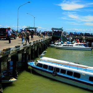 Kapal Speedboat di pelabuhan Tengkayu 1  (run)