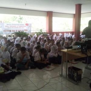 Peserta MOS SMA 2 Tarakan mendapatkan pengarahan dari Kepolisian (ctr)
