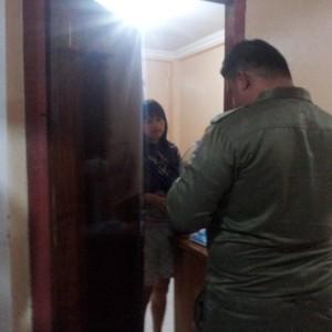Petugas Satpol PP Tarakan saat memeriksa pengunjung hotel (ctr)