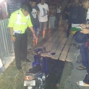 Polisi saat mengamankan TKP kecelakaan (CTR)