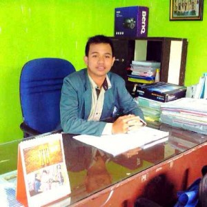 Andreas Noah Sinatupang (ctr)