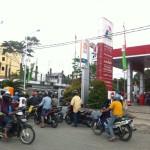 Antrian_Panjang_SPBU_Mewarnai_Hari_Kemerdekaan_Indonesia