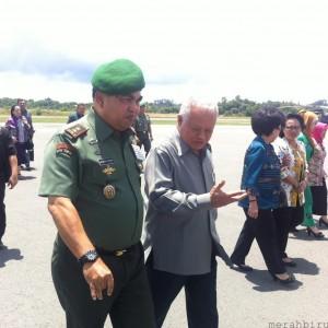 Pangdam Mayjen Dicky Wainal Usman bersama Menhan Purnomo Yusgiantoro saat lawatannya ke Kota Tarakan (HFA)
