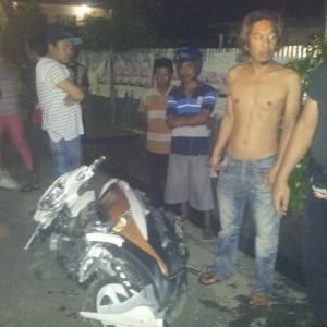 Kondisi motor mio milik pengendara Hadirrulah setelah menabrak mobil dari belakang (ctr)
