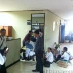 ruangan dekanat fkip saat diperiksa petugas kepolisian