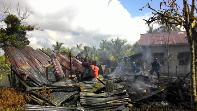 1 Rumah Ludes Terbakar didaerah Binalatung RT. 15 Kelurahan Pantai Amal Kecamatan Tarakan Timur (GN)