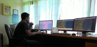 Petugas BMKG Sedang memantau Kondisi Cuaca (RUN)
