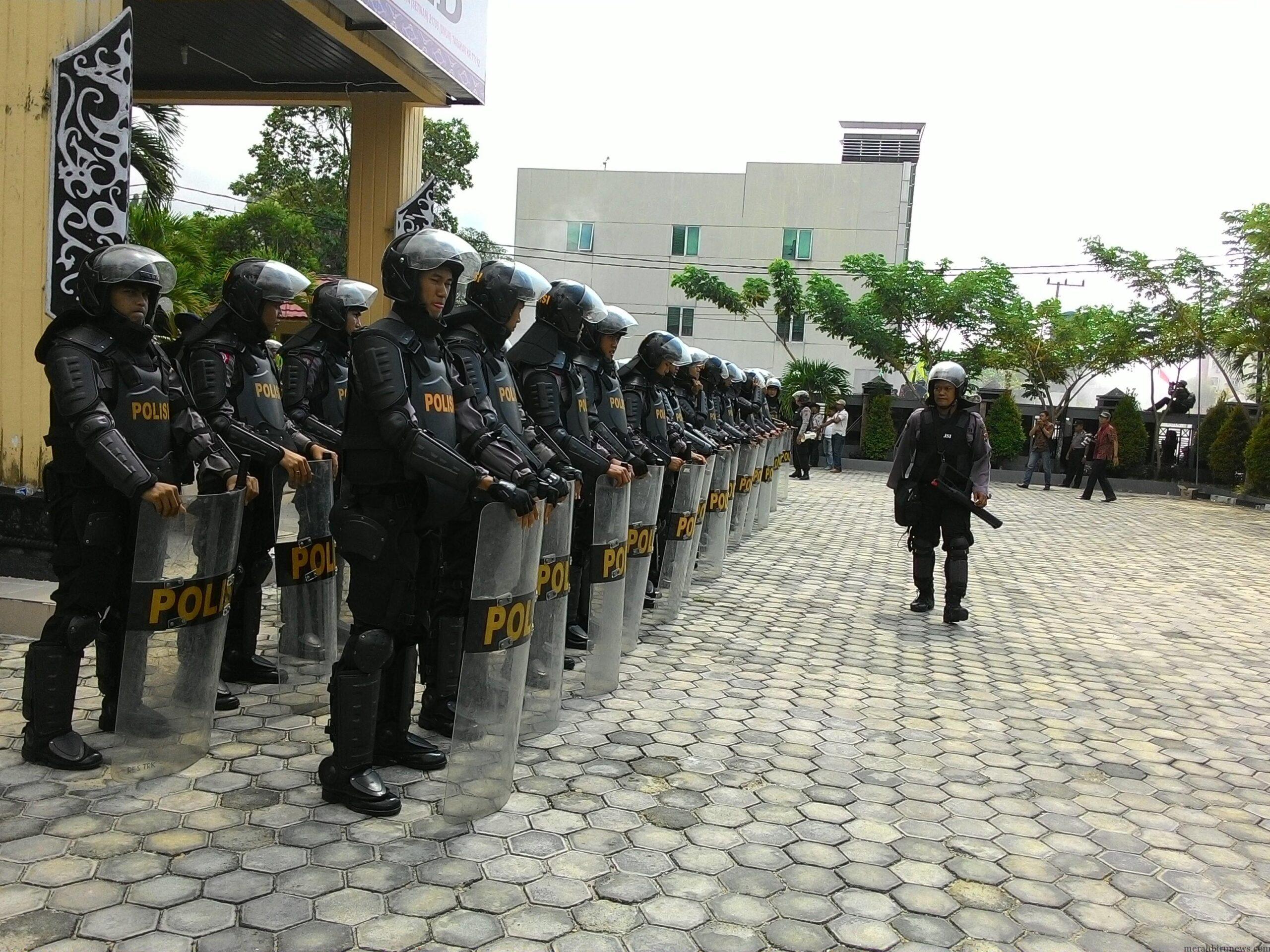 Persiapan Aparat Keamanan Dalam Menghadapi Aksi Unjuk Rasa Menolak PTLB 59 % Dihalaman DPRD Tarakan (RUN)