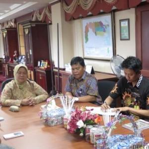 Wakil Bupati Nunukan Asma Gani saat memimpin rapat bersama Pertamina terkait gas ke PLTG Nunukan (NY)