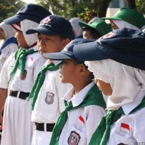 Anak-anak Palang Merah Remaja saat upacara HUT PMI ke 69 (hfa)