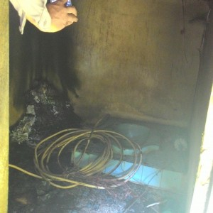 Kabel Yang Dibakar Dalam Kamar Mandi (run)