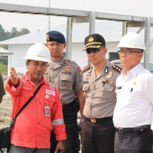 Project Manager PT MKI Eltanuri saat memberikan penjelasan kepada Walikota Tarakan dan FKPD soal rencana komposioning Gas Plant PT MKI (hfa)