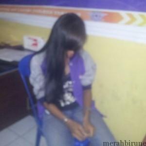 Mr Tertunduk Lesu Saat Shabu Miliknya Yang Disembunyikan Dalam STNK Kedapatan Petugas Satlantas (CTR)