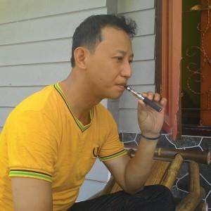 Yudha Tengah Asyik Dengan Rokok Elektronik (run)