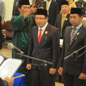 Unsur pimpinan DPRD Tarakan saat dilantik oleh Ketua Pengadilan Negeri Tarakan (hfa)