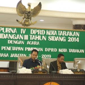 Ketua DPRD Sementara Sabar Santoso dan Wakil Ketua DPRD Sementara Mudain saat memimpin rapat paripurna DPRD penetapan unsur pimpinan DPRD (hfa)