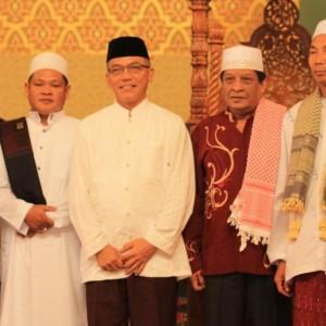 Walikota Tarakan Sofian Raga dan Ketua PHBI Ibrahim usai melaksanakan sholat ied di Masjid Raya Baitul Izzah Kota Tarakan (hfa)