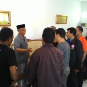Usai Berdialog, Wali Kota Sofian Raga Berjabat Tangan Dengan Perwakilan Buruh (run)