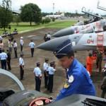 Perwira_TNI_Angkatan_Udara_Tinjau_Jet_Tempur_Sukhoi_Reuters