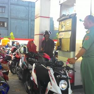 Wakil Walikota Tarakan Khaeruddin Arief Hidayat Saat Melakukan Sidak Disalah satu SPBU (run)
