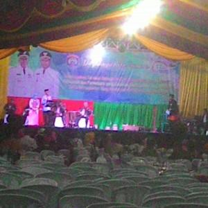 Walikota Tarakan Ir.Sofian Raga saat menyanyikan lagu keroncong (run)