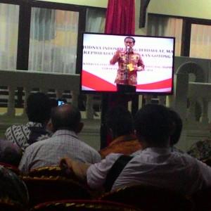 Tamu Undangan Yang Menyaksikan Pidato Presiden RI Joko Widodo Melalui Layar TV Pada Pembukaan Musyawarah Perencanaan Pembangunan (Musrembang) Regional Se- Wilayah Kalimantan (run)