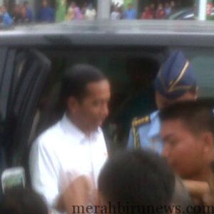 Sebelum Meninggalkan Tarakan Presiden RI Joko Widodo Menyempatkan Diri Untuk Blusukan