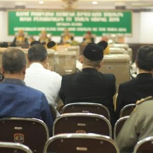 Sidang Paripurna Istimewa HUT Tarakan Beberapa Kursi terlihat kosong, banyak tamu undangan yang lebih terfokus mempersiapkan penyambutan kedatangan Presiden RI Joko Widodo  (hfa)