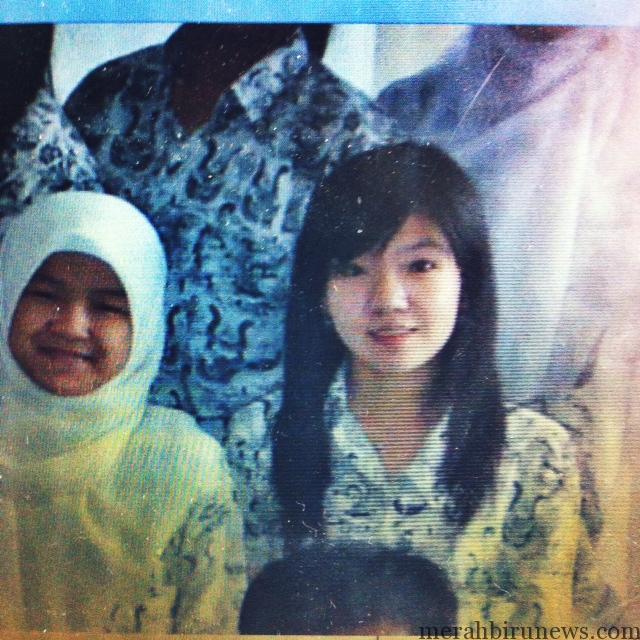 Vera Chandra Kho (kanan) semasa duduk di bangku SMA. (dok Arinda Susanti untuk mbnews)