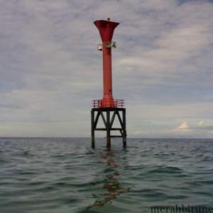 salah satu rambu suar di lautan (tataruangpertanahan.com)