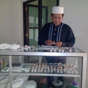 Abdul Kadir dan Batu Cincin Yang Dijualnya (run)