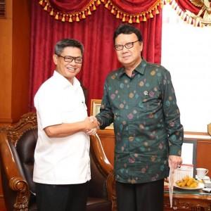 Penjabat (Pj) Gubernur Kaltara Irianto Lambrie saat bersama Mendagri Tjahjo Kumolo di Kementrian Dalam Negeri (akun facebook Irianto Lambrie)
