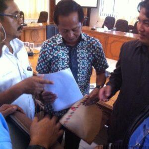 Asosiasi Pembudidaya dan Pedagangan kepiting di Tarakan saat berkonsultasi dengan Komisi 2 DPRD Tarakan (hfa)