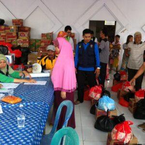 distribusi bantuan yang dilakukan oleh dinsosnaker (hfa)