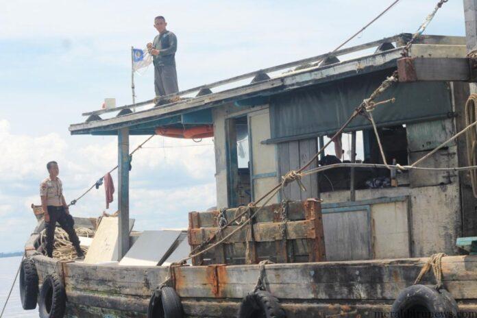 MBNews, - Tarakan, Polisi Air dan Udara (Polairud) Polda Kaltim kembali berhasil menangkap kapal nelayan dari Malaysia yang menangkap ikan di perairan Indonesia.