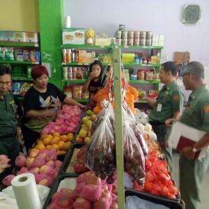 Disperindakop bersama dengam Tim melakukan razia kebeberapa Toko dan Distributor Apel (jf)