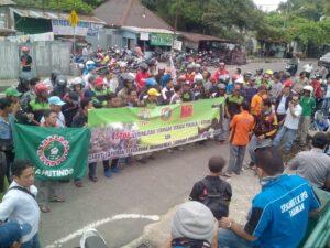 Ratusan Buruh Yang Tergabung Dalam SP. Kahut, SP.Kahutindo dan SBSI Gelar Aksi di Dinsosnaker Terkait Kriminalisasi Organisasi Serikat Pekerja Oleh Perusahaan (run)
