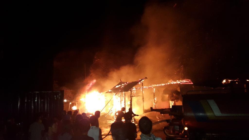 Pos Pelayanan dan Keamanan Pelabuhan Malundung Terbakar