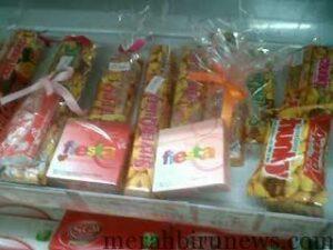 coklat yang dibungkus bersama kondom (annajah.net)