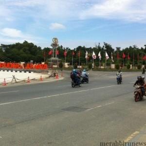 monumen 99 depan bandara juwata yang siap dipermak (hfa)