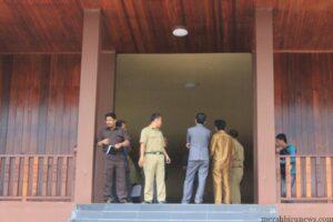 Pejabat Dinas PU dan Komisi 3 Pantau Rumah Adat telaga keramat (hfa)