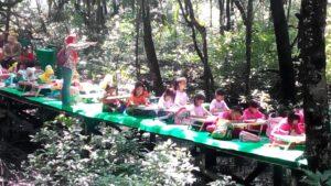 Anak anak kecil nan lucu dan imut dari berbagai TK tengah mengikuti lomba mewarnai yang diselenggaran Disbudparpora Tarakan (run)