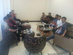 Suasana Keakraban Pengurus DPC Tidar Tarakan, Dengan Ketua DPD Tidar Kaltara Rudi Hartono (Baju Putih). (run)