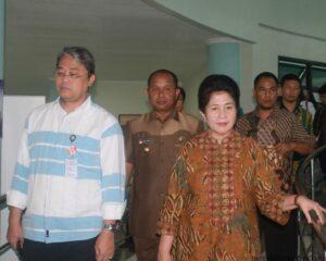 Menteri Kesehatan Nila Moeloek bersama Jajaran Pemkot Tarakan saat pantau Puskesmas Karangrejo (hfa)