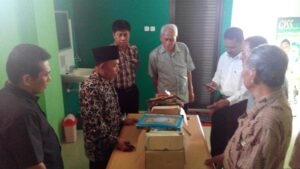 Tokoh Agama Yang Tergabung Dalam FKUB Melihat Dengan Seksama Al Qur'an Yang Dibuang Kedalam Sungai (nur)