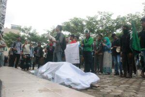 Aksi mahasiswa Reformasi di depan gedung DPRD Tarakan (hfa)