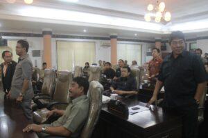 Suasana pelaksanaan Voting Terbuka yang dilakukan Anggota DPRD Tarakan (hfa)