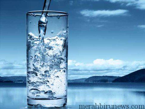 Banyak Minum Air Putih Untuk Membantu Menghilangkan Bau Mulut Saat Berpuasa