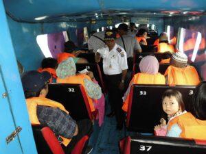 Antisipasi Kecelakaan Speed Selama Ramadan, Dishub Gelar Razia Keselamatan Penumpang Speed di Pelabuhan Tengkayu I (ctr)